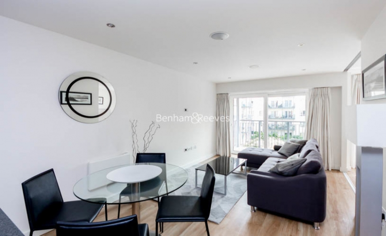 Studio flat to rent in Commander Avenue, Colindale, NW9-image 1