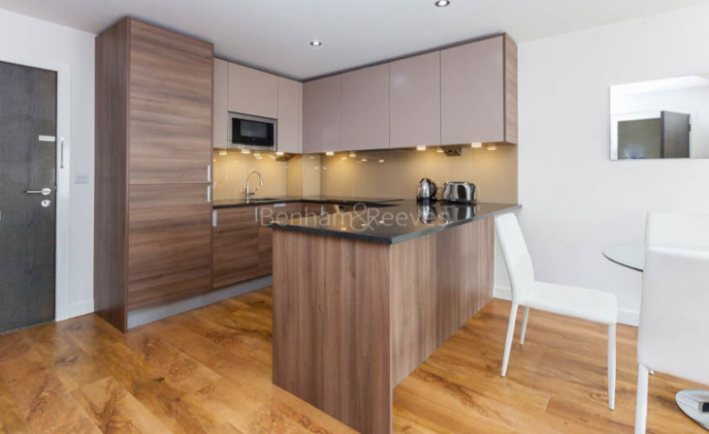 Studio flat to rent in Commander Avenue, Colindale, NW9-image 3