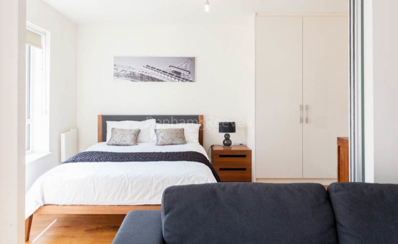 Studio flat to rent in Commander Avenue, Colindale, NW9-image 4