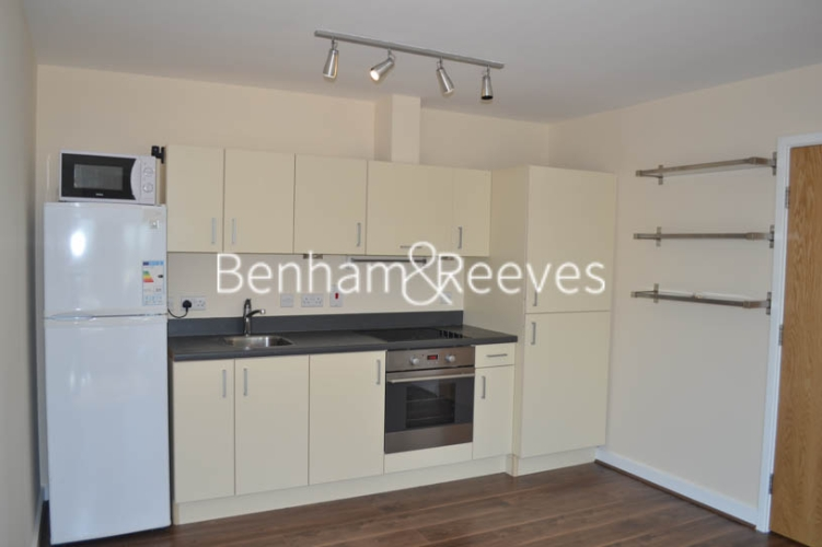 2 bedroom(s) flat to rent in Heritage Avenue, Colindale, NW9-image 2