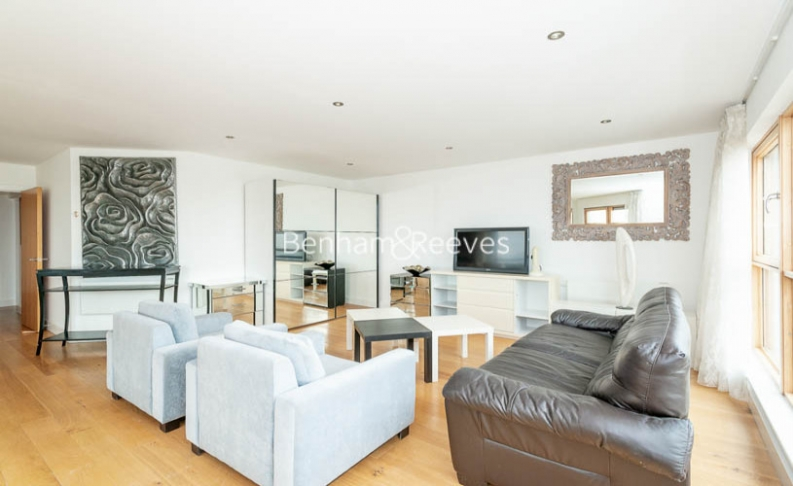3 bedroom(s) flat to rent in Heritage Avenue, Colindale, NW9-image 1