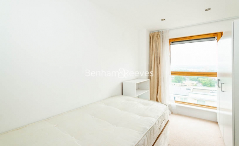3 bedroom(s) flat to rent in Heritage Avenue, Colindale, NW9-image 4