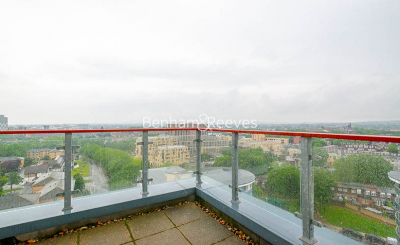3 bedroom(s) flat to rent in Heritage Avenue, Colindale, NW9-image 6