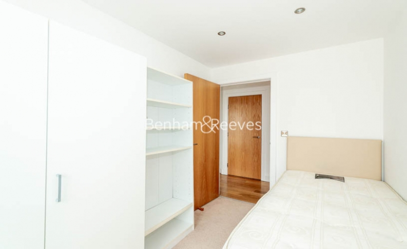 3 bedroom(s) flat to rent in Heritage Avenue, Colindale, NW9-image 9