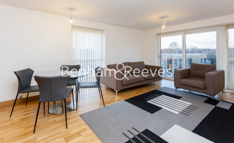 2 bedroom(s) flat to rent in Zodiac Close, Edgware, HA8-image 1