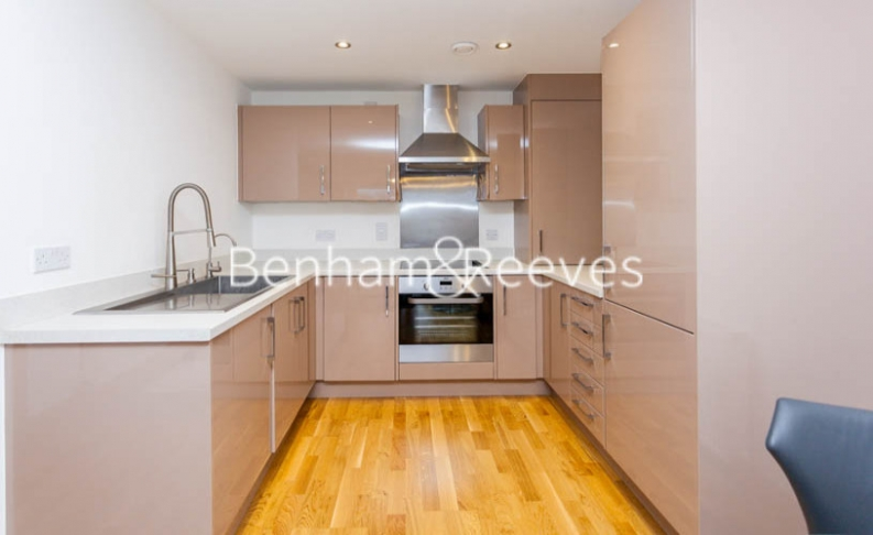 2 bedroom(s) flat to rent in Zodiac Close, Edgware, HA8-image 2