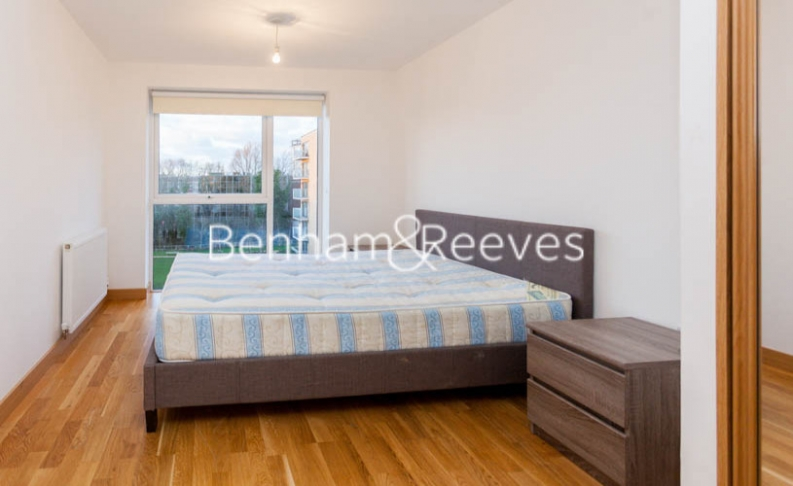 2 bedroom(s) flat to rent in Zodiac Close, Edgware, HA8-image 7