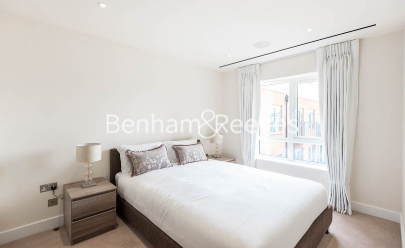 3 bedroom(s) flat to rent in Boulevard Drive, Colindale, NW9-image 4