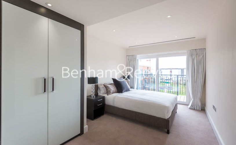 3 bedroom(s) flat to rent in Boulevard Drive, Colindale, NW9-image 8