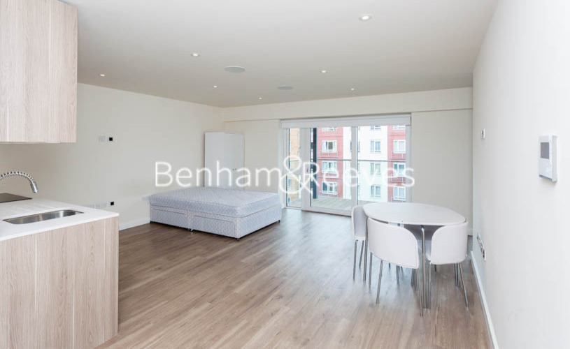 Studio flat to rent in Beaufort Park, Colindale, NW9-image 3