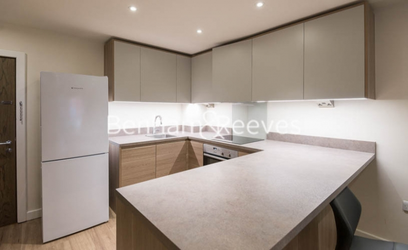 1 bedroom(s) flat to rent in Beaufort Square, Colindale, NW9-image 2