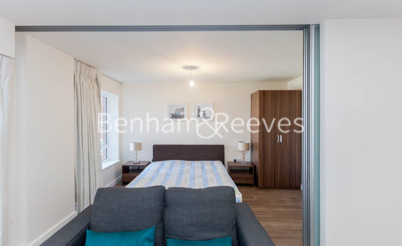 Studio flat to rent in Beaufort Square, Colindale, NW9-image 9