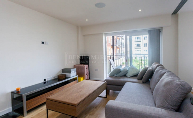 Studio flat to rent in Beaufort Square, Colindale, NW9-image 2