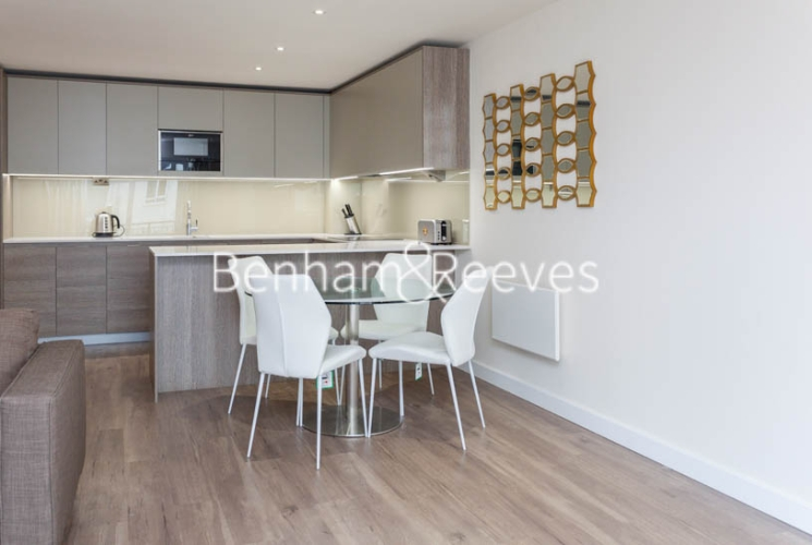 2 bedroom(s) flat to rent in Beaufort Square, Colindale, NW9-image 3