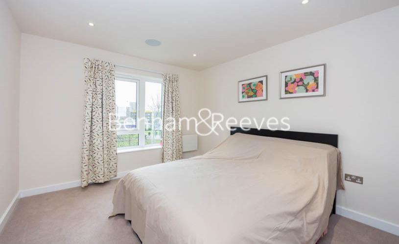 1 bedroom(s) flat to rent in Beaufort Square, Colindale, NW9-image 4