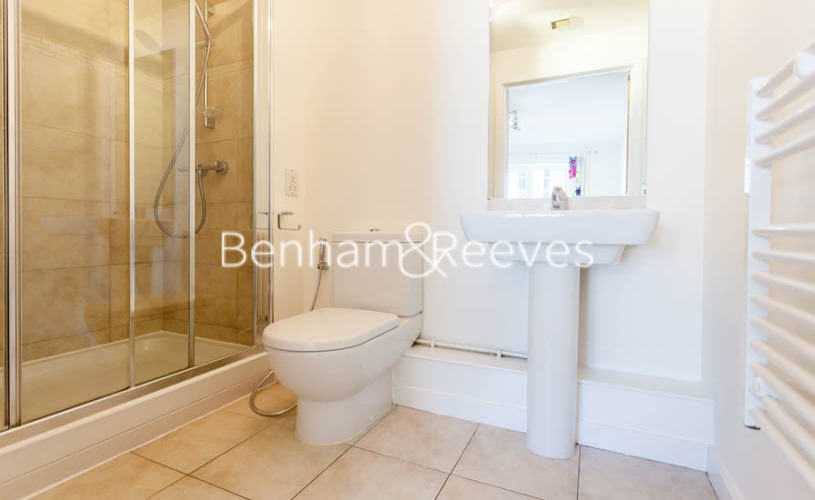 2 bedroom(s) flat to rent in Boulevard Drive, Colindale, NW9-image 5