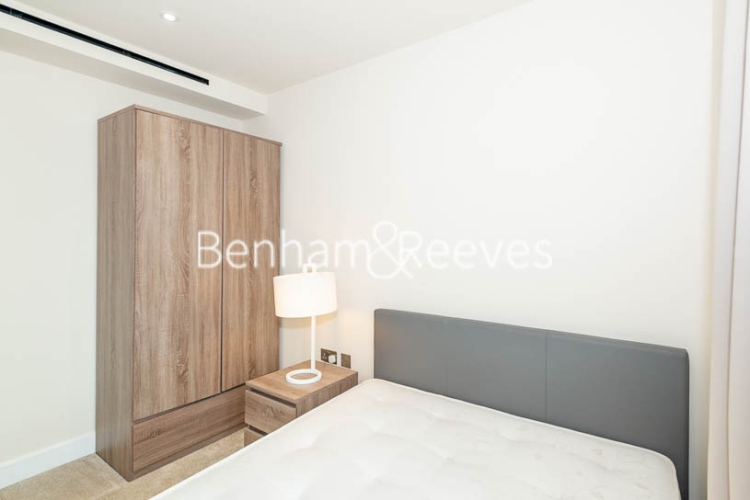 3 bedroom(s) flat to rent in Beaufort Square, Colindale, NW9-image 15
