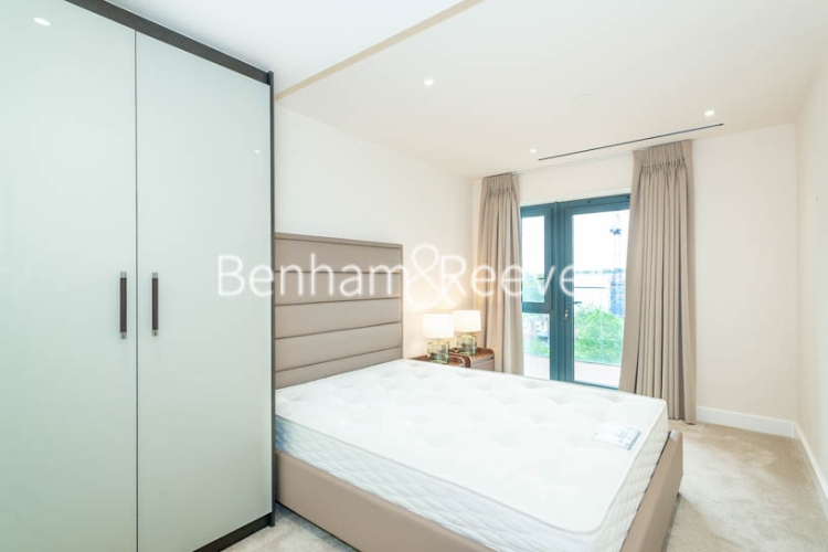3 bedroom(s) flat to rent in Beaufort Square, Colindale, NW9-image 16