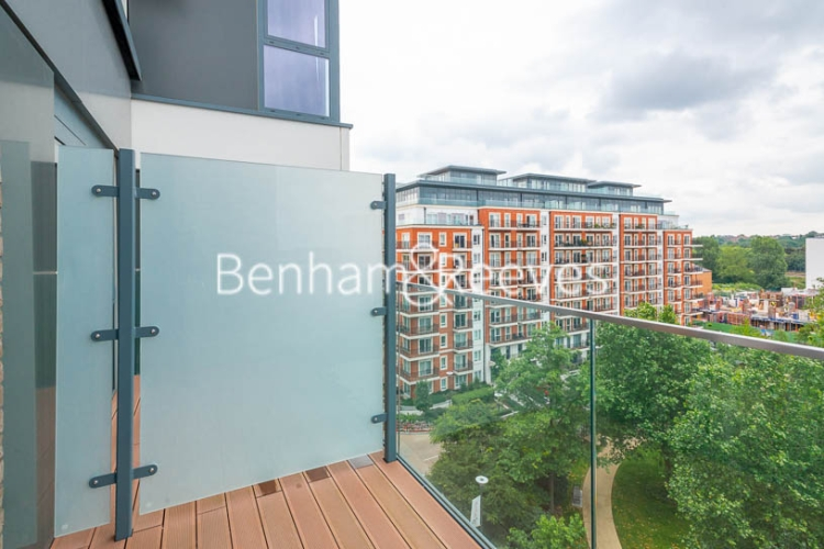 3 bedroom(s) flat to rent in Beaufort Square, Colindale, NW9-image 18