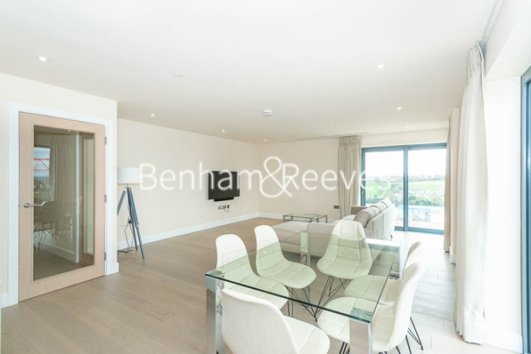 3 bedroom(s) flat to rent in Beaufort Square, Colindale, NW9-image 3