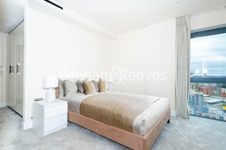 3 bedroom(s) flat to rent in Beaufort Square, Colindale, NW9-image 9