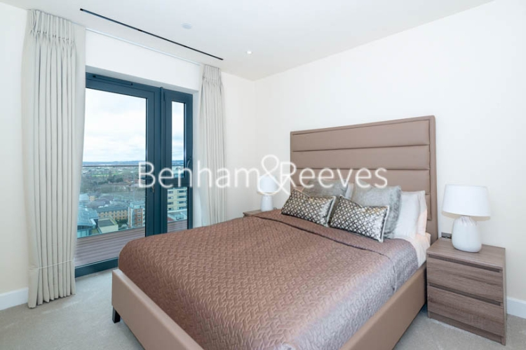 3 bedroom(s) flat to rent in Beaufort Square, Colindale, NW9-image 14