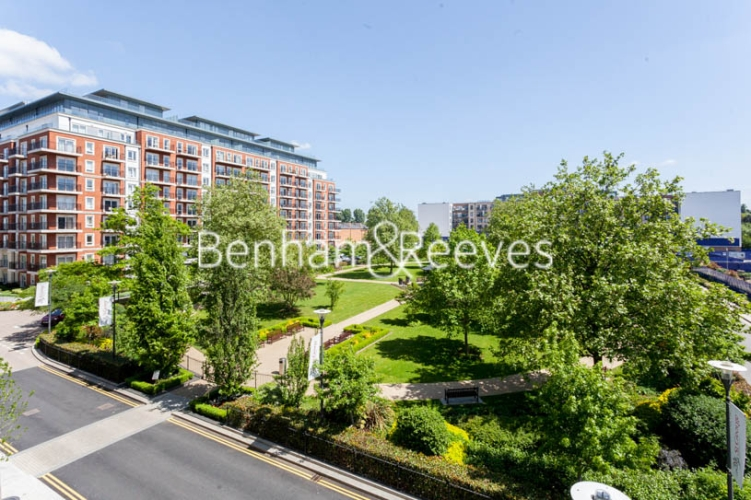 3 bedroom(s) flat to rent in Beaufort Square, Colindale, NW9-image 19
