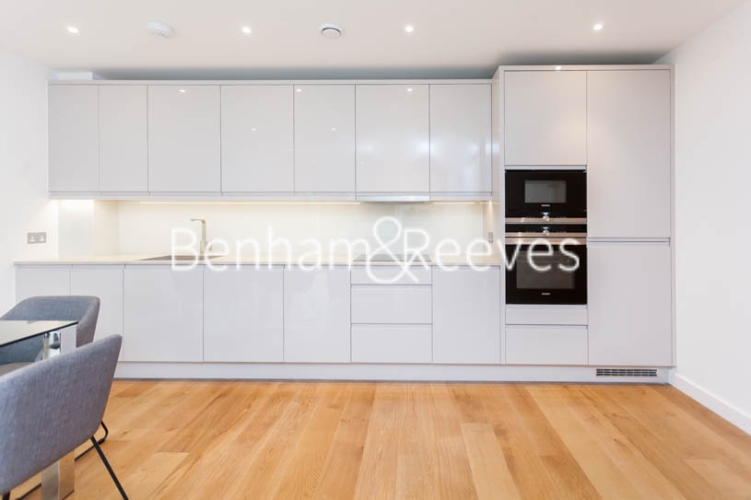 2 bedroom(s) flat to rent in Thonrey Close, Colindale, NW9-image 2