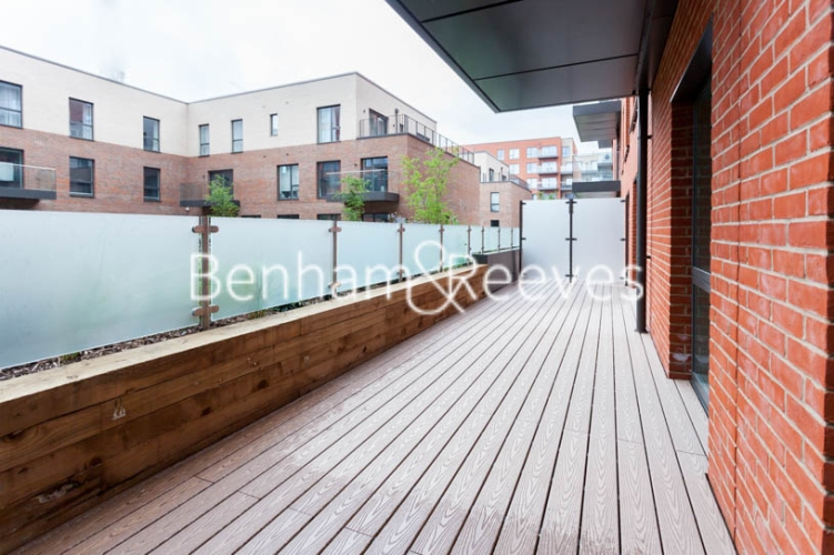 2 bedroom(s) flat to rent in Thonrey Close, Colindale, NW9-image 5