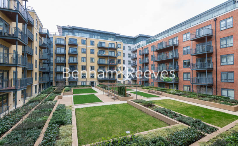 2 bedroom(s) flat to rent in Beaufort Square, Colindale, NW9-image 11