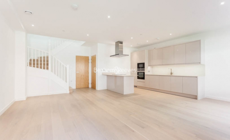 4 bedroom(s) flat to rent in Colindale Gardens, Colindale, NW9-image 1