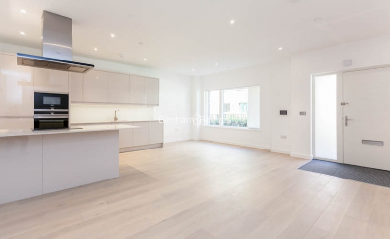 4 bedroom(s) flat to rent in Colindale Gardens, Colindale, NW9-image 2