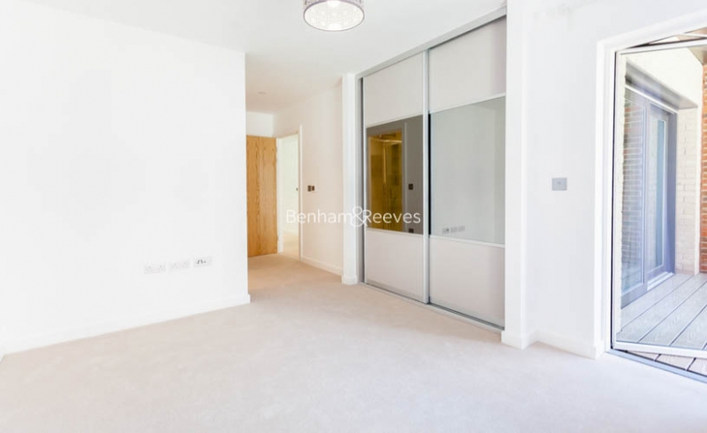 4 bedroom(s) flat to rent in Colindale Gardens, Colindale, NW9-image 4