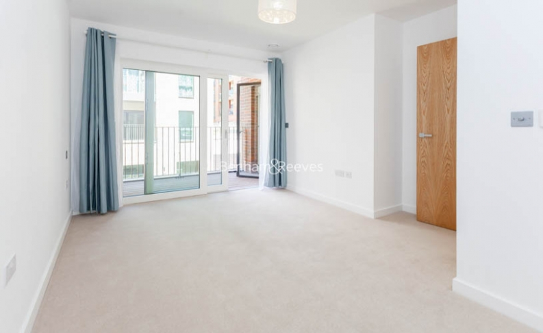 4 bedroom(s) flat to rent in Colindale Gardens, Colindale, NW9-image 5