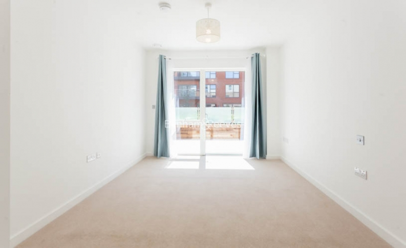 4 bedroom(s) flat to rent in Colindale Gardens, Colindale, NW9-image 6