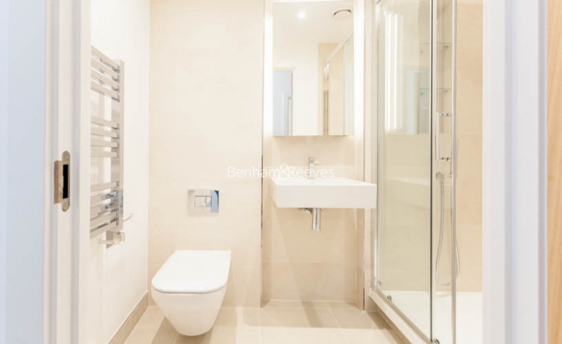 4 bedroom(s) flat to rent in Colindale Gardens, Colindale, NW9-image 8