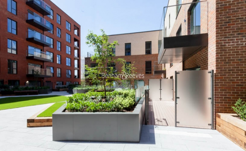 4 bedroom(s) flat to rent in Colindale Gardens, Colindale, NW9-image 12