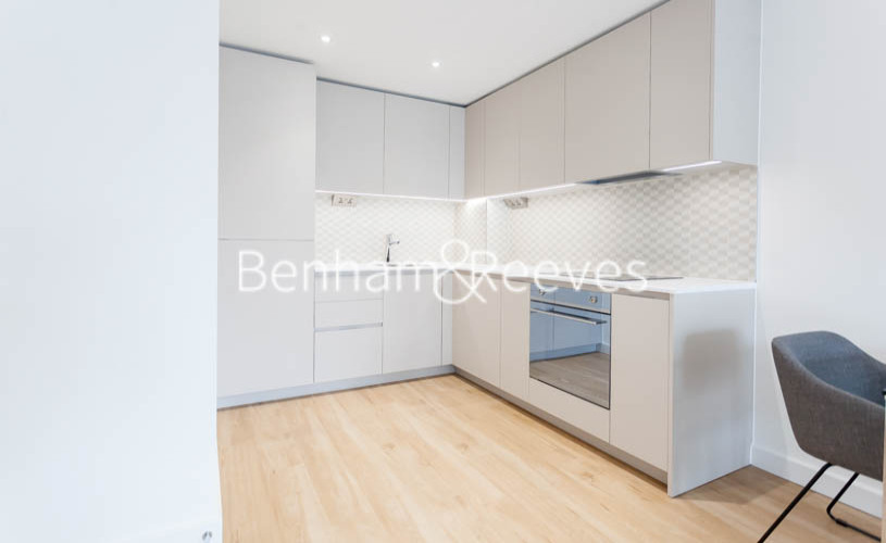 1 bedroom(s) flat to rent in Caversham Road, Colindale, NW9-image 2