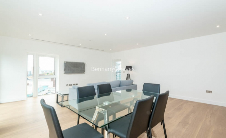 3 bedroom(s) flat to rent in Caversham Road, Colindale, NW9-image 4