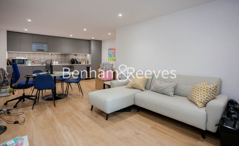 2 bedroom(s) flat to rent in Beaufort Park ,Colindale ,NW9-image 1