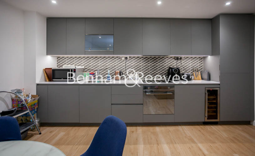 2 bedroom(s) flat to rent in Beaufort Park ,Colindale ,NW9-image 2