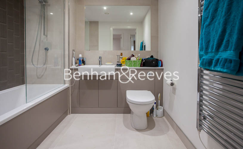 2 bedroom(s) flat to rent in Beaufort Park ,Colindale ,NW9-image 4