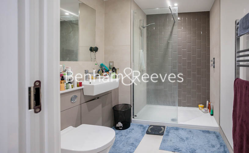 2 bedroom(s) flat to rent in Beaufort Park ,Colindale ,NW9-image 6