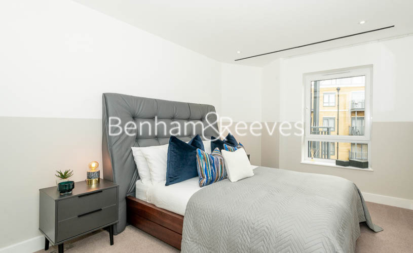 3 bedroom(s) flat to rent in Aerodrome Road, Colindale, NW9-image 7