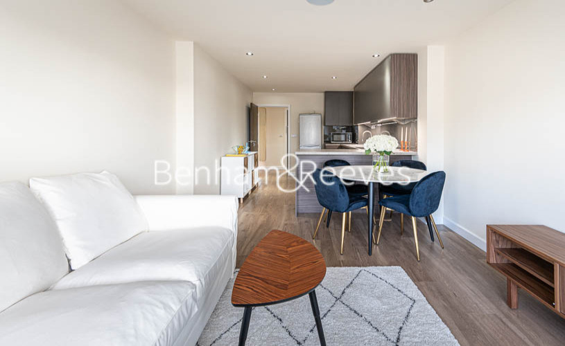 2 bedroom(s) flat to rent in Beaufort Park , Colindale NW9-image 1