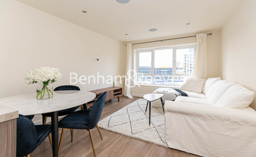 2 bedroom(s) flat to rent in Beaufort Park , Colindale NW9-image 4