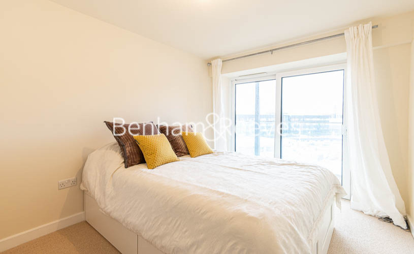 2 bedroom(s) flat to rent in Beaufort Park , Colindale NW9-image 5