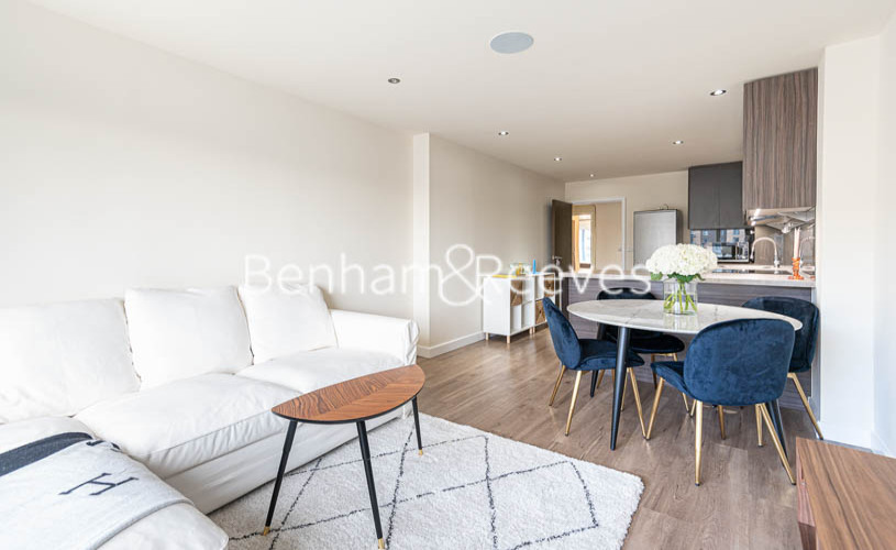 2 bedroom(s) flat to rent in Beaufort Park , Colindale NW9-image 14