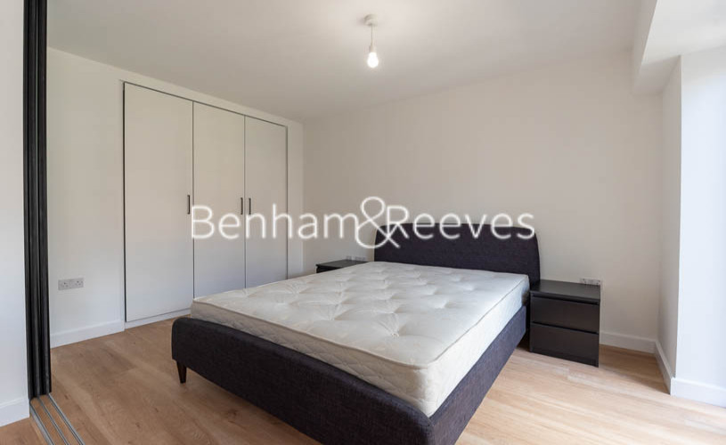 1 bedroom(s) flat to rent in Beaufort Square ,Colindale ,NW9-image 3
