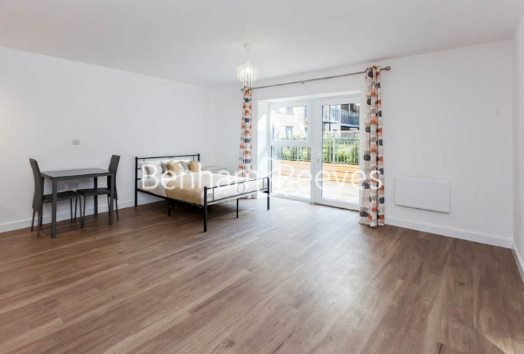 Studio flat to rent in Beaufort Square,Colindale , NW9-image 2